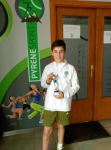 Juan con el merecido trofeo